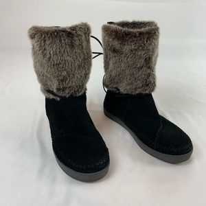 Toms Women's Leather Faux Fur Boots.